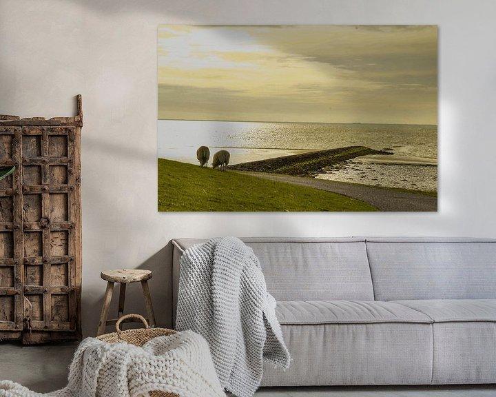 Sfeerimpressie: Schapen aan de waddendijk van Arie Jan van Termeij