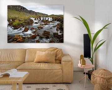 IJsland, meanderende waterval in het landschap van Discover Dutch Nature
