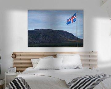 IJsland, IJslandse vlag in het landschap van Discover Dutch Nature
