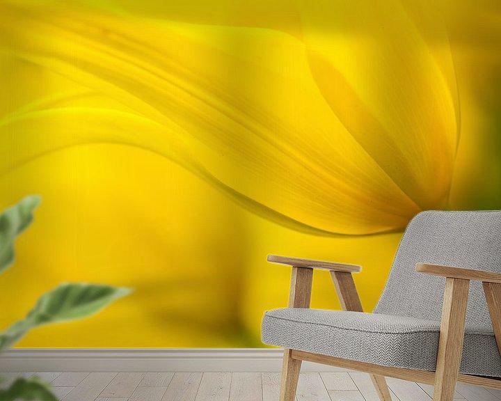 Sfeerimpressie behang: Its yellow! van Ramon Bovenlander