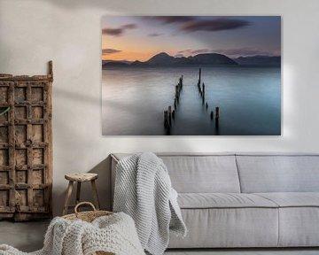 Zonsondergang boven Lake Toya, Japan van Original Mostert Photography