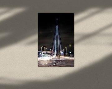 De Erasmusbrug gezien vanaf de zuidkant. (portrait) van Eric de Jong