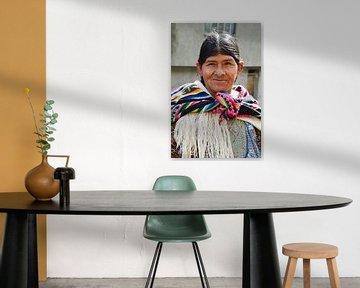 Vrouw met gekleurde omslagdoek, Bolivia van Monique Tekstra-van Lochem