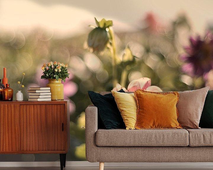 Sfeerimpressie behang: Pastelkleurige bloemen van Tammo Strijker