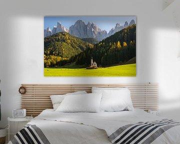Een mijlpaal in Zuid-Tirol: de Johanneskirche voor het machtige berglandschap van het natuurpark Pue