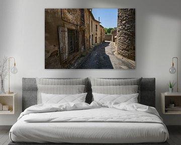 Typische Straße im südfranzösischen Dorf von Geert van Kuyck