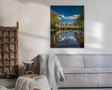 Zicht op brug en deel bolwerk van het Friese stadje Dokkum van Harrie Muis
