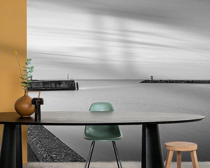 Sfeerimpressie behang: Zwart wit opname met lange sluitertijd van het havenhoofd in Scheveningen van MICHEL WETTSTEIN