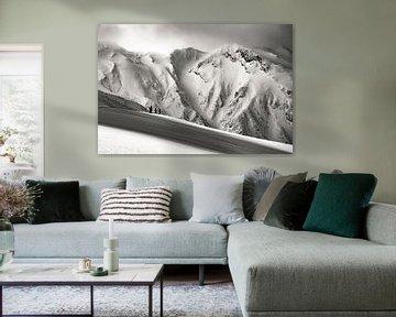 In die Wildnis in Japan. Große Berglandschaft in Schwarz-Weiß von Hidde Hageman