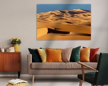 dunes de sable à l'aube dans le désert du Sahara au Maroc sur Tjeerd Kruse