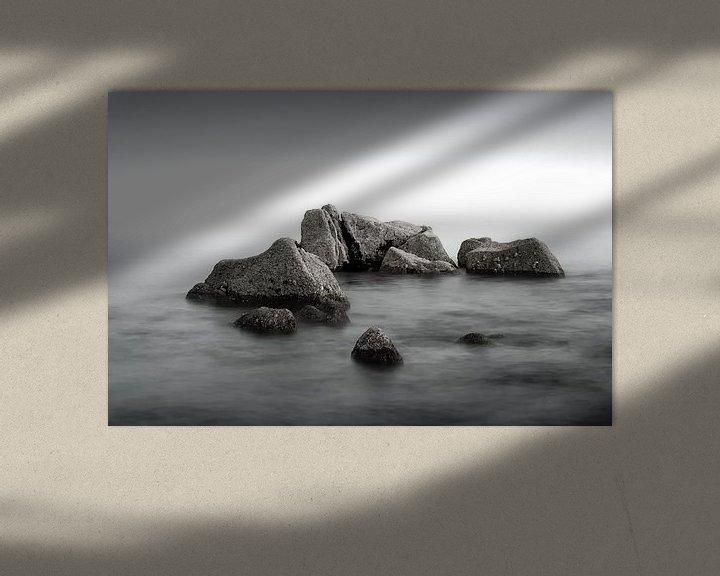 Beispiel: Felsen in einem ruhigen Meer von Mark Bolijn