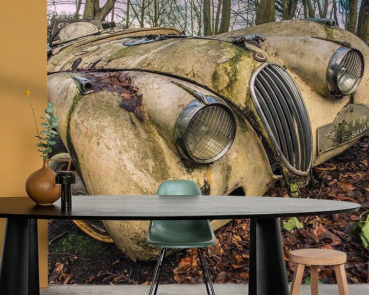 Impression: Jaguar XK Oldtimer dans la forêt sur Art By Dominic