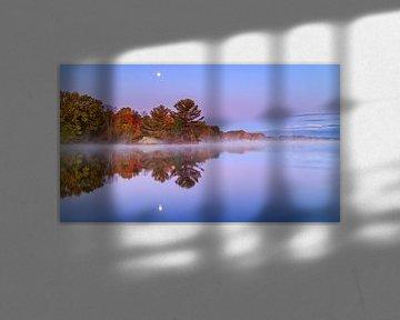 Mistige herfst ochtend in Canada. van Joram Janssen