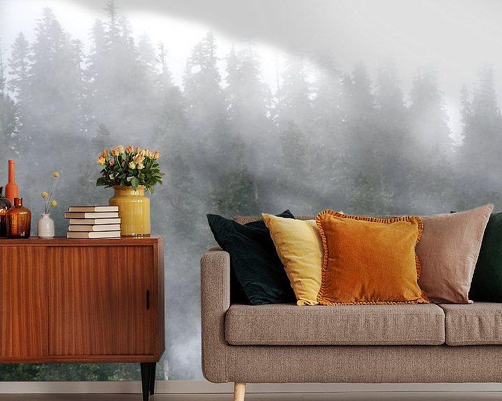 Sfeerimpressie behang: Mist in de bomen van Rauwworks