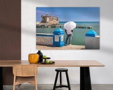 De man en de zee - Cuba van Lynxs Photography