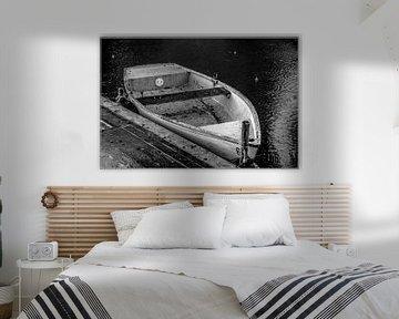een oude roeiboot in de regen van Norbert Sülzner