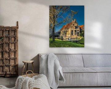 Ferienhaus in Hindeloopen mit Baumschatten von Harrie Muis