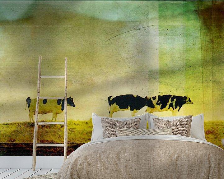 Sfeerimpressie behang: Koeien op de dijk van Koen Edens