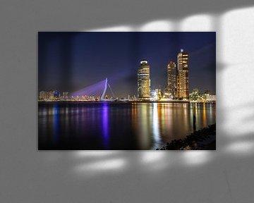 Erasmusbrücke lila beleuchtet von Pieter van Dieren (pidi.photo)