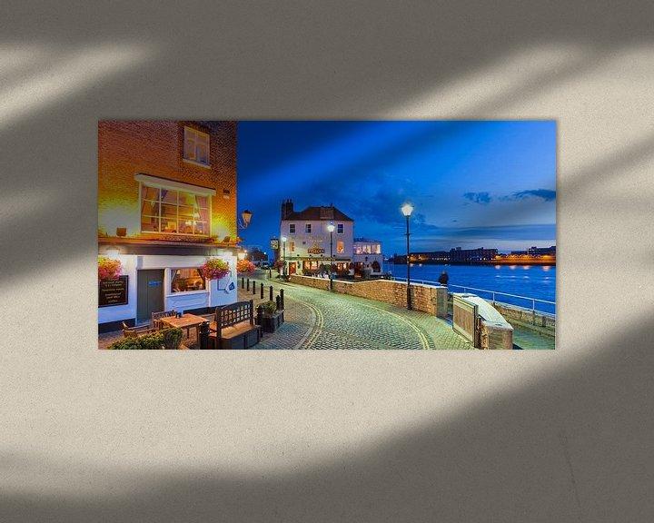 Sfeerimpressie: Portsmouth havenpromenade in de avonduren van Werner Dieterich