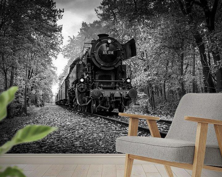 Sfeerimpressie behang: Autumn Train in Black and White van Raymond Voskamp