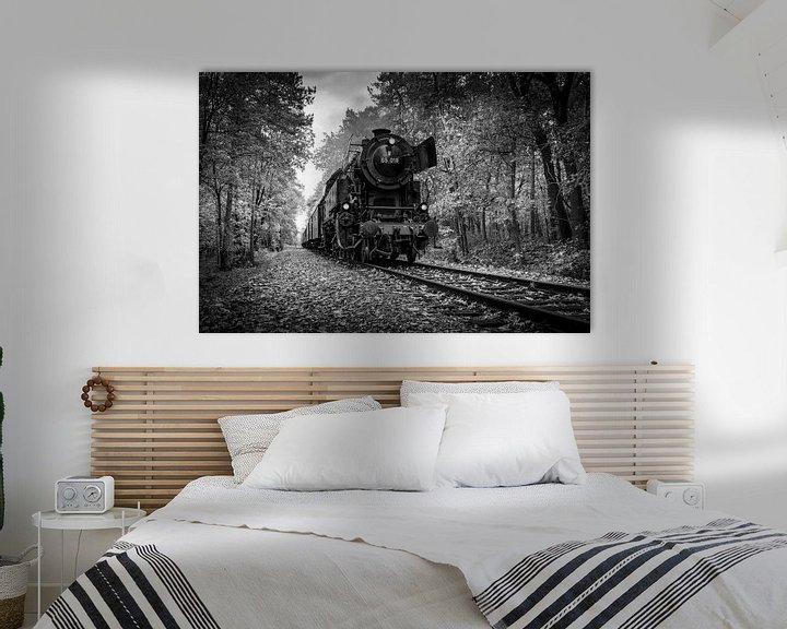 Sfeerimpressie: Autumn Train in Black and White van Raymond Voskamp