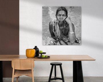 Adivasi-Frau mit Zigarre von Affect Fotografie