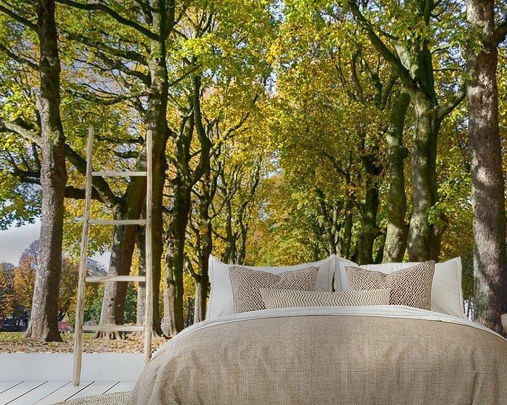 Sfeerimpressie behang: Herfst in het park van Mark Bolijn