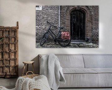 Deur en fiets van Ans Bastiaanssen