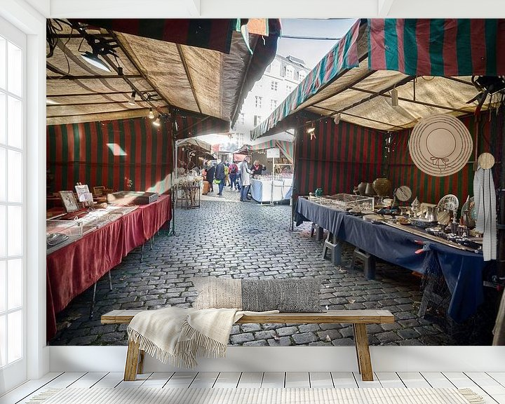 Sfeerimpressie behang: Antiekmarkt in Brussel van Mark Bolijn