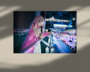 Japanisches Mädchen Cosplay in Rosa mit rosa Lippen