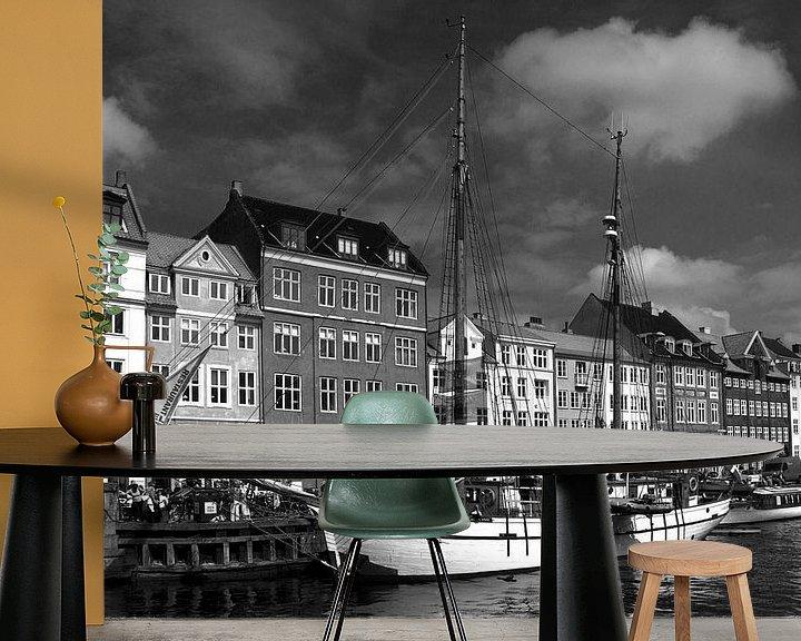 Sfeerimpressie behang: Kopenhagen, Nyhavn van mono chromie