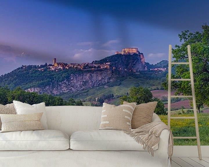 Sfeerimpressie behang: Zonsondergang in Emilia-Romagna - San Leo van Teun Ruijters