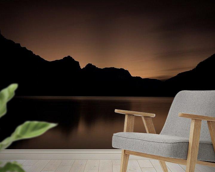 Sfeerimpressie behang: Waterfowl Lake Canada van Ellen van Drunen