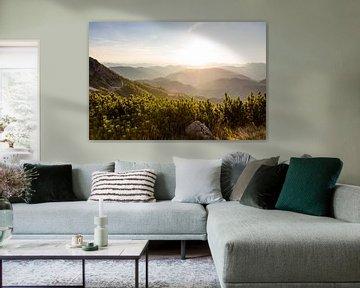 Coucher de soleil sur des dizaines de sommets de montagne sur Coen Weesjes