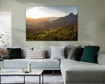 Les derniers rayons de soleil sur les montagnes sur Coen Weesjes