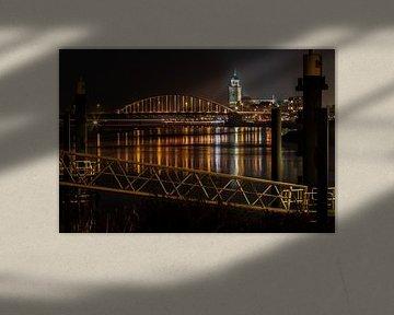 Oranje brug bij Deventer over de IJssel vanwege Orange the World actie
