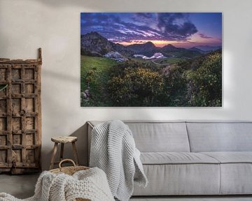 Asturië bergmeer bij zonsondergang van Jean Claude Castor