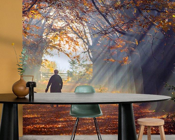Sfeerimpressie behang: mistige Herfstdag van Niels  de Vries
