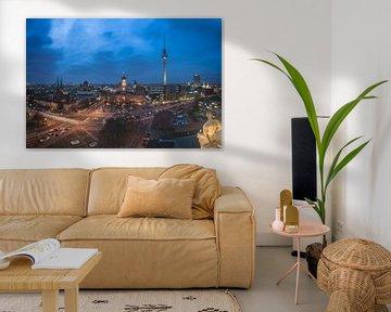 Berlin Skyline Panorama am Alexanderplatz von Jean Claude Castor