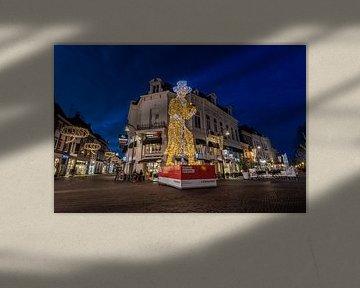 Lichtobject Ebenezer Scrooge in Hanzestad Deventer van VOSbeeld fotografie