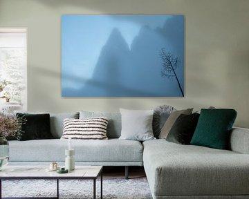 Bergtop in de nevel van John Faber