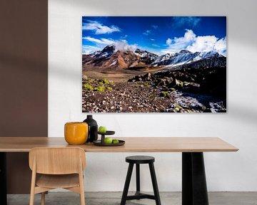 Bergketen en vulkaan Chachani in Arequipa, Peru van John Ozguc
