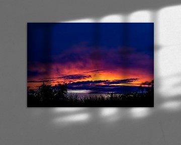 Sonnenuntergang über dem Amazonas bei Iquitos, Peru von John Ozguc