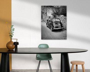 Oude FIAT 500 auto in Italië in zwart-wit