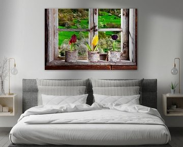 Bauernstube, Tulpen auf dem Fensterbrett von Jürgen Wiesler