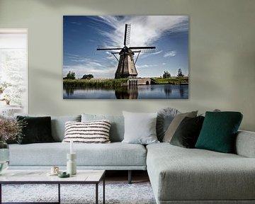 het beroemde Kinderdijk kanaal met een windmolen. Oud Nederlands dorp Kinderdijk van Tjeerd Kruse