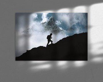 Bergwandelaar in Nepal van Roy Mosterd