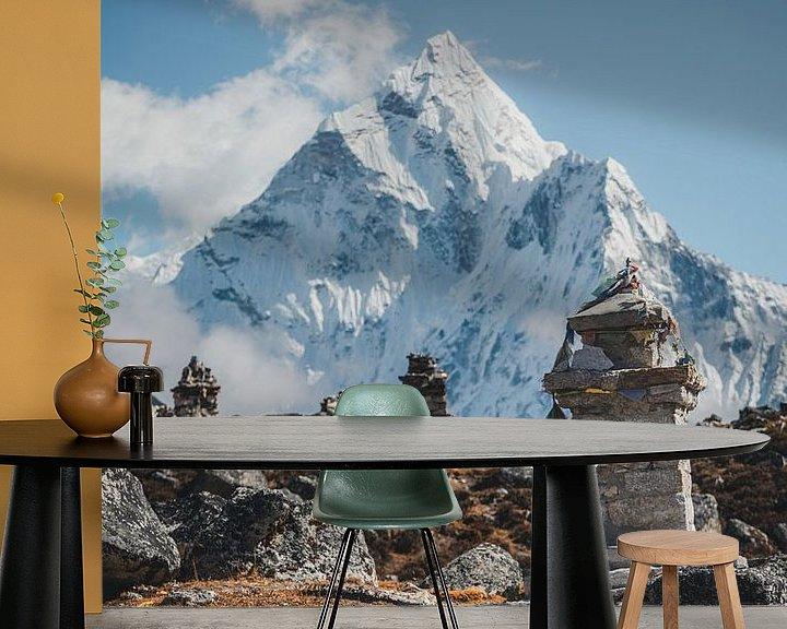 Sfeerimpressie behang: Gedenkplaats in Nepal versie 2 van Roy Mosterd