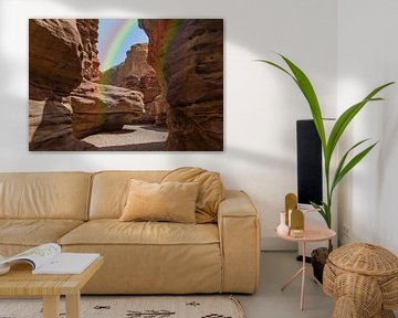 arc-en-ciel dans le canyon rouge -yon en israël